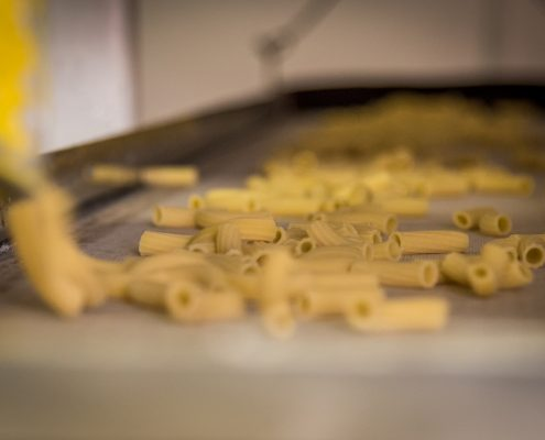 Gourmet tours in Italy: organisation of a guided visit to a traditional pasta factory