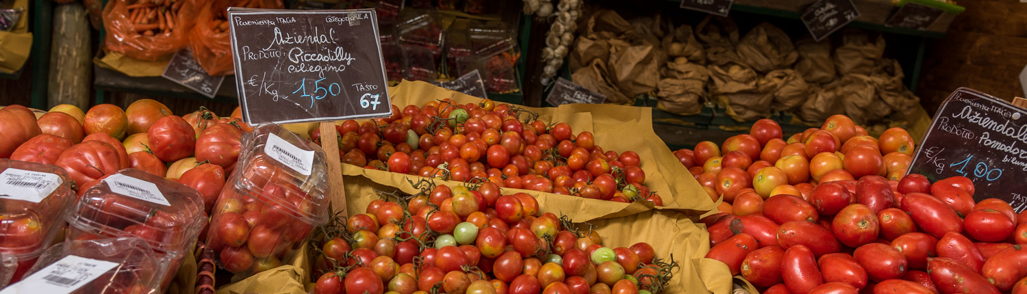 culinary experiences in Italy, vegetable market in tuscany