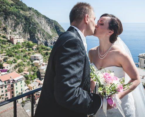 Happy bridal couple in Riomaggiore - wedding in cinque terre