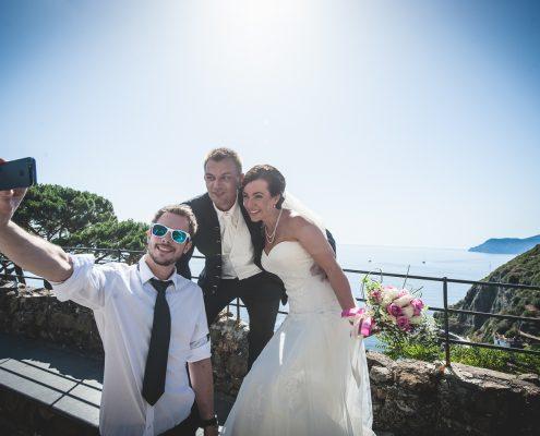 cinque terre wedding couple