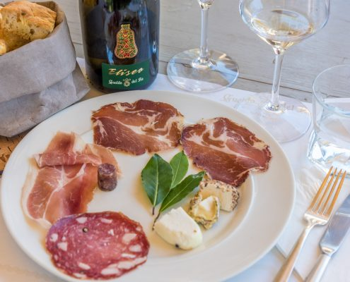 wine tours in Italy - wine tasting with cold cuts in Maremma